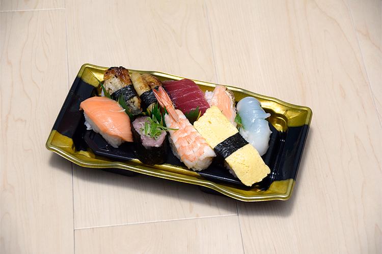 庶民スーパーのパック寿司