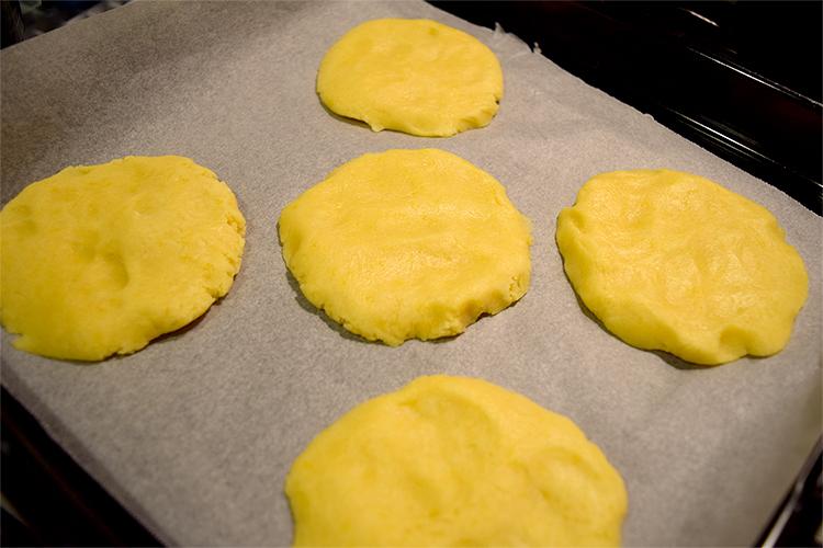 成形したクッキー生地