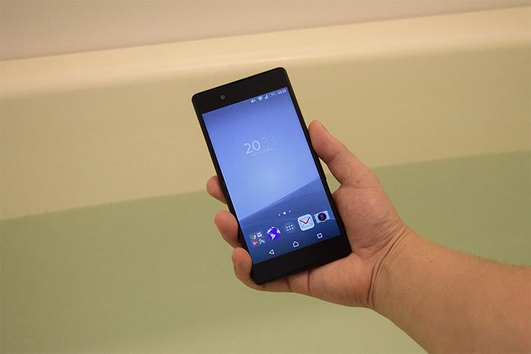 風呂場でスマートフォン